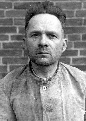 Fotografia Rudolfa Hoessa wykonana w 1945 lub 1946 r.