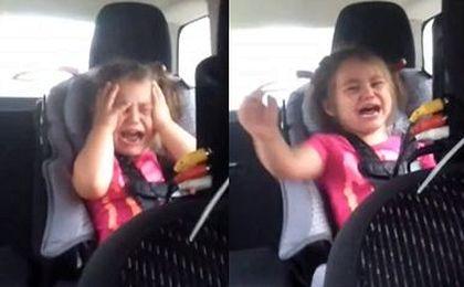 3-latka zwyzywała ojca w samochodzie. Ale charakterek!