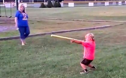 4-latek pokazuje mistrzowski poziom gry w baseball