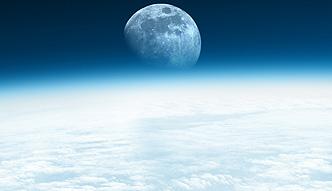 Księżyc inny niż wszystkie [Polimaty]