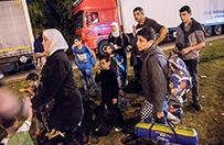 Napi�ta sytuacja w Budapeszcie. Przez nap�r imigrant�w zamkni�to dworzec