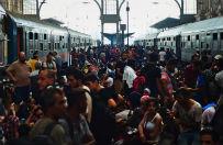 W�gry: Keleti wci�� zamkni�ty dla imigrant�w i uchod�c�w; koczuj� na dworcu