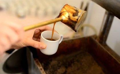 Tak powstaj� portrety malowane kaw�