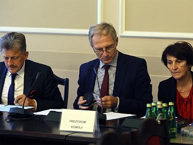 Komisje za odrzuceniem weta do ustawy o uzgodnieniu p�ci. Burza w Sejmie, g�osowania nie b�dzie