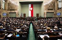 Mija rok od wygranych przez PiS wybor�w parlamentarnych