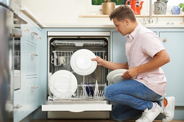 Jak prawidłowo układać naczynia w zmywarce?