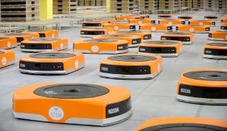 Amazon zastępuje ludzi robotami