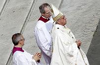 Papie� Franciszek ma nowotw�r m�zgu? Watykan dementuje