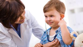 Błędy, które popełniamy podając dzieciom leki