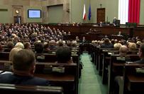 Tylko cztery partie w Sejmie. Na prowadzeniu nadal PiS. Najnowszy sonda�