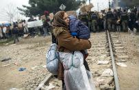 Demonstracja migrant�w przy granicy z Macedoni�. W�adze wys�a�y wozy opancerzone