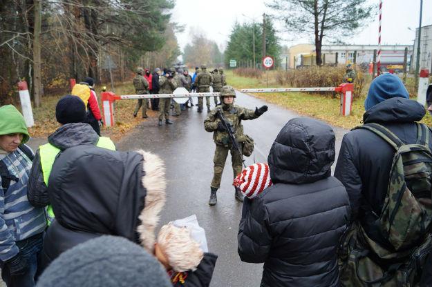Ćwiczenia pacyfikacji zamieszek przeciwko uchodźcom w Centrum Szkolenia Wojsk Lądowych Drawsko