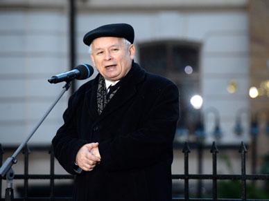 Kaczy�ski przed Pa�acem Prezydenckim: s� tacy, kt�rzy podnosz� r�k� na Polsk�
