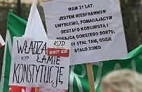 Manifestacje KOD w r�nych miastach Polski. W stolicy rozwi�zana po alarmie bombowym
