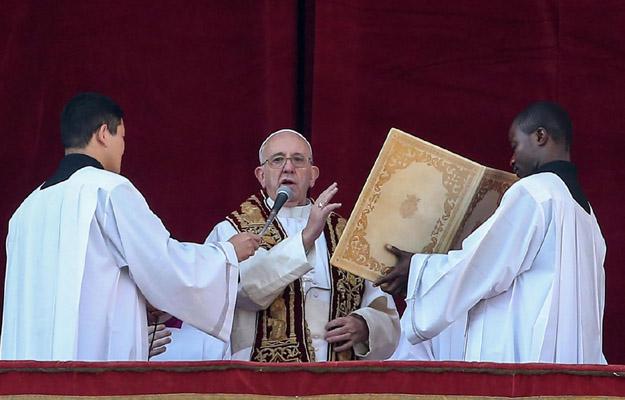 Papie� przekaza� �wi�teczne b�ogos�awie�stwo Urbi et Orbi