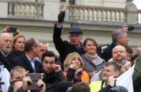 Manifestacje zwolennik�w KOD m.in. w Pary�u i Londynie