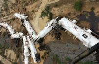Wypadek poci�gu w Australii. Mo�liwy wyciek ponad 30 tys. litr�w kwasu siarkowego