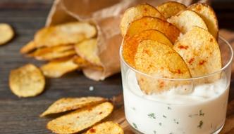 Domowe chipsy z ziemniaka, jarmużu i marchewki