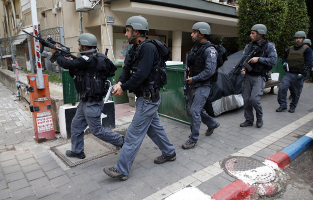Izraelskie s�u�by podczas poszukiwa� napastnika