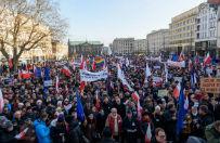 """Demonstracje KOD w ca�ej Polsce. Zebrani manifestowali pod has�em """"Wolne media"""""""