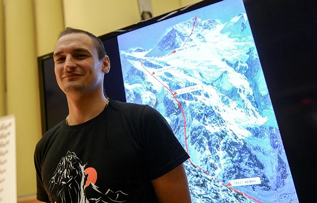 Himalaista Adam Bielecki podczas konferencji nt. pr�by zdobycia szczytu Nanga Parbat zim�
