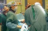 Pierwsza taka operacja w Polsce. Kobiecie uczulonej na nikiel wszczepiono specjaln� endoprotez� stawu �okciowego