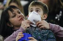 �wi�ska grypa na Ukrainie. W�adze Kijowa zalecaj� noszenie masek