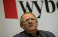 """""""Gazeta Wyborcza"""" od 2011 roku nie opublikowa�a przeprosin Antoniego Macierewicza. Ta opiesza�o�� mo�e kosztowa� Agor� prawie milion z�otych"""