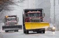 Chaos pogodowy w USA przez opady �niegu. Odwo�ane loty, parali� na drogach. Waszyngton przypomina wymar�e miasto