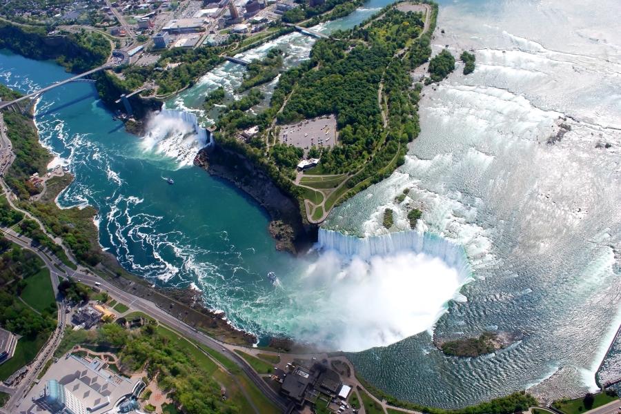 Kanadyjska oraz amerykańska część wodospadu Niagara