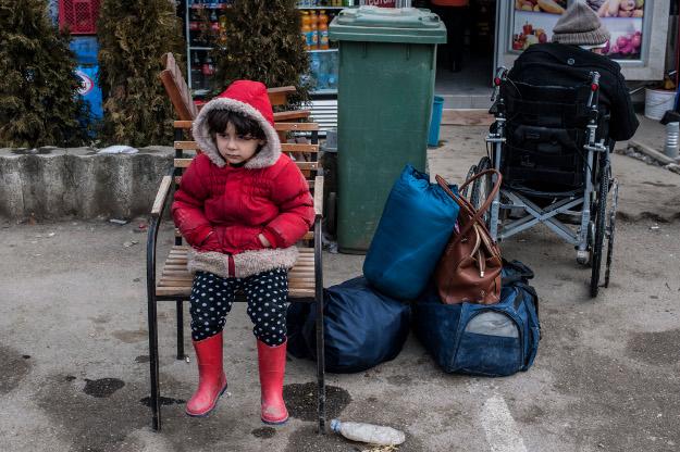 Dziecko w obozie dla uchod�c�w przy granicy Serbii z Macedoni�