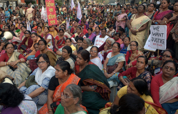Indyjskie aktywistki domagaj� si� sprawiedliwo�ci ws. o gwa�t i morderstwo