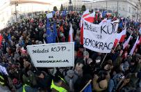 Sonda� CBOS o poparciu Polak�w dla dzia�a� KOD i PiS