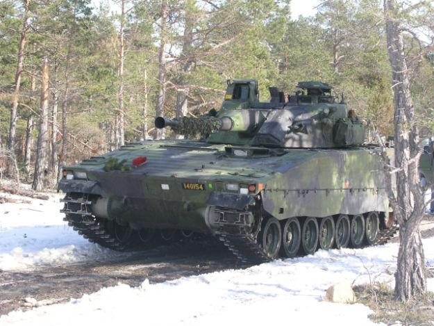 Szwedzki w�z bojowy piechoty CV90