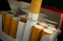 Coraz mniej Polak�w pali papierosy