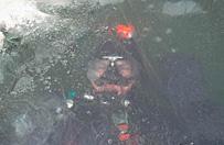 �wiczyli umiej�tno�� nurkowania pod lodem