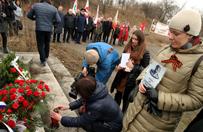 Rosjanie upami�tnili gen. Czerniachowskiego przed pomnikiem w Pieni�nie