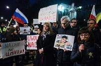 Demonstracja ws. Nadii Sawczenko przed ambasad� Rosji