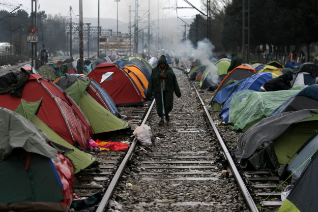 Uchod�cy na granicy Grecji i Macedonii