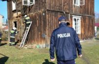 Policjanci z Konina uratowali dwie kobiety z po�aru. 65-latki spa�y, nie maj�c poj�cia, �e grozi im niebezpiecze�stwo