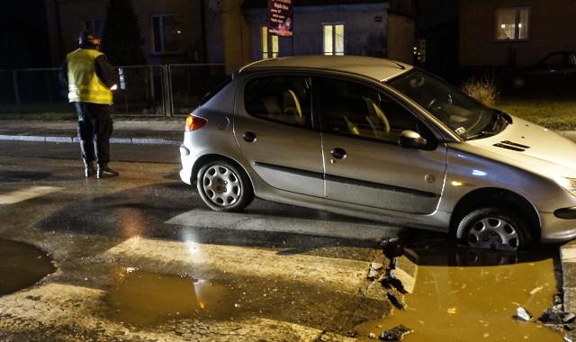 Strażnicy miejscy w Rzymie pilnują dziur w jezdniach