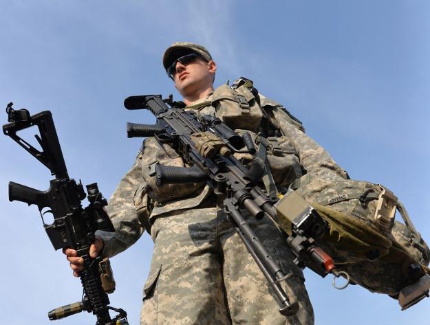 Ukrai�ski wojskowy podczas Rapid Trident-14