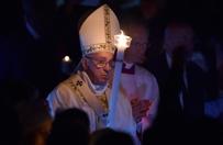 Papie� odprawia msz� Wigilii Paschalnej