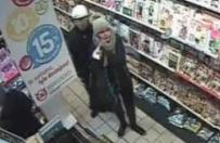 Okradziono sklep w Gnie�nie. Policja publikuje wizerunek os�b mog�cych mie� zwi�zek z kradzie��