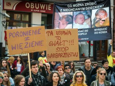 Protest przeciwko ca�kowitemu zakazowi aborcji