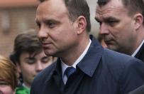 """Prezydent Andrzej Duda na Wawelu z�o�y� ho�d parze prezydenckiej. """"Te odwiedziny to zawsze du�e wzruszenie dla mnie"""""""