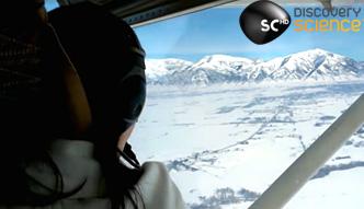 Samolot dachował na zaśnieżonym polu
