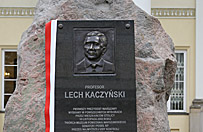 Pomniki i tablice ku czci ofiar katastrofy smole�skiej