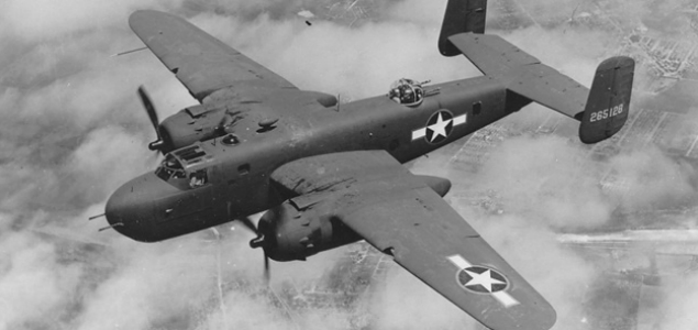 Bombowce B-25 Mitchell, których użyto podczas nalotów na Warszawę, radziecka Rosja otrzymała od USA. Na zdjęciu samolot z oznaczeniami amerykańskimi