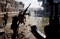 To mo�e si� sko�czy� dla Libii kolejn� wojn�? Media ostrzegaj� przed zagro�eniami podczas odbijania Syrty z r�k IS